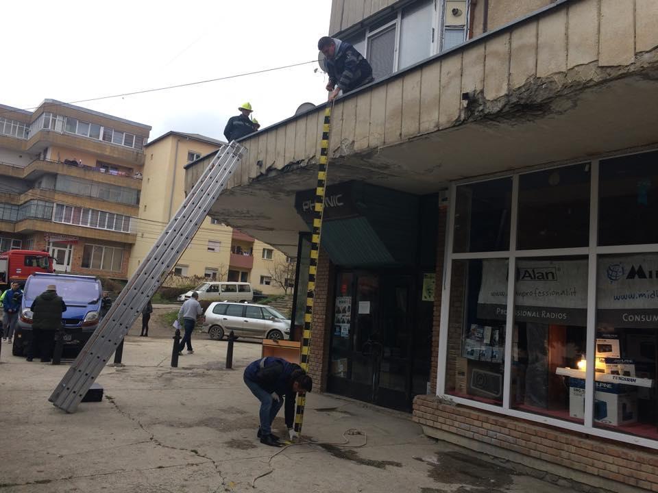 Muncitorul unei firme din Cluj-Napoca a căzut de pe un bloc la Dej! A murit pe loc
