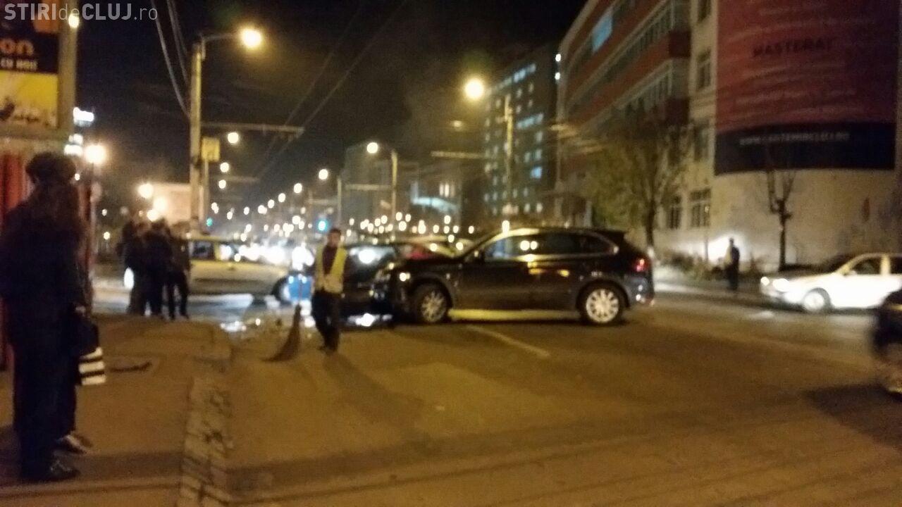 Accident pe Teodor Mihali! Un SUV Porsche s-a înfipt cu TUPEU într-un VW Golf - FOTO