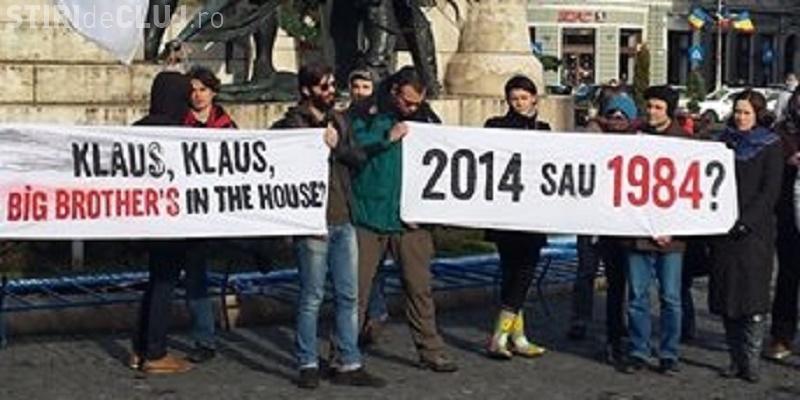 La Cluj-Napoca au protestat 100 de persoane față de Legea Securităţii Cibernetice - FOTO