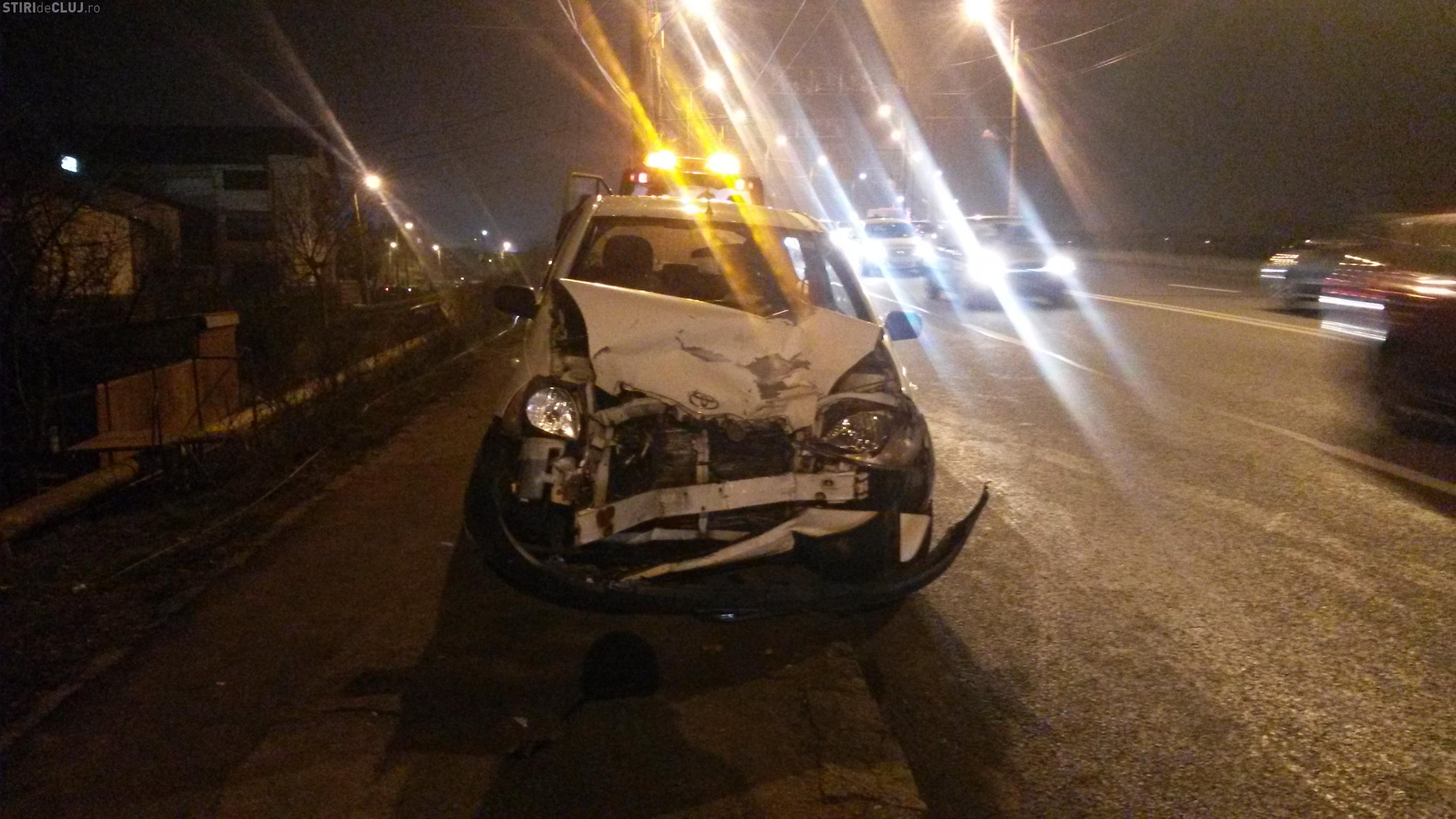 Accident pe podul de la IRA! Un BMW a lovit o mașină care circula corect - FOTO
