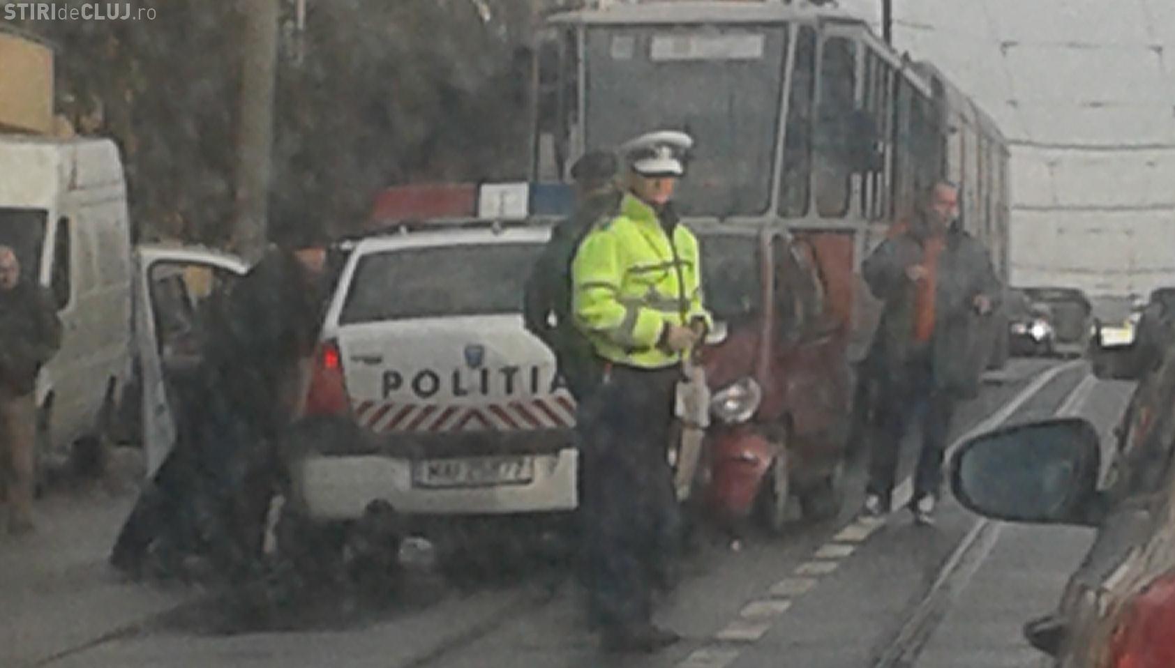 O altă mașină de Poliție făcută PRAF în Mănăștur, într-un accident pe linia de tramvai - FOTO