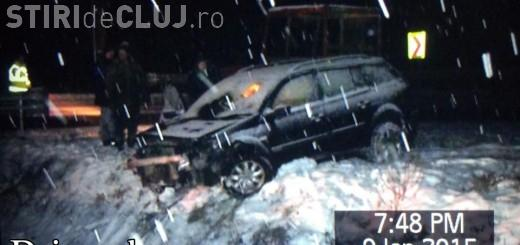 """Accident într-o localitate clujeană! Un șofer a """"zburat"""" cu SUV-ul într-o vale de doi metri VIDEO"""
