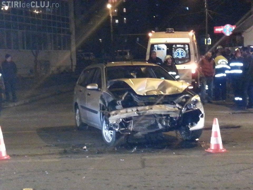 Accident pe Teodor Mihali, lângă căminul Economica 2. O șoferiță a lovit un taxi - VIDEO
