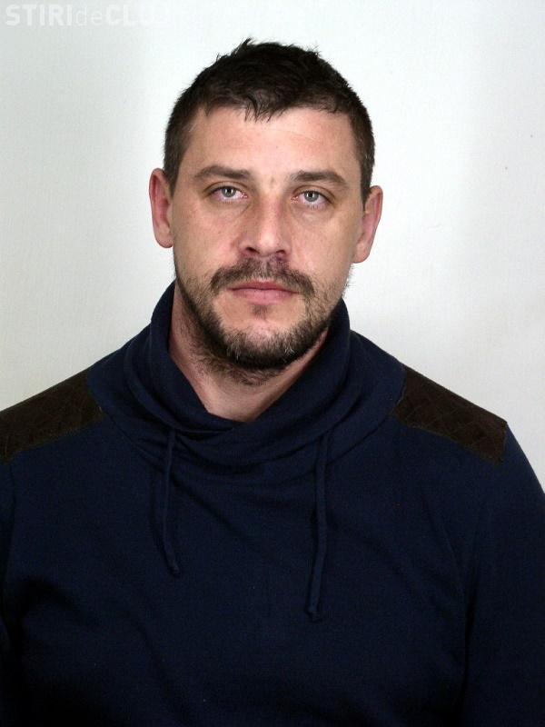 Imagini cu deținutul EVADAT de la IPJ Cluj aflat încă în libertate au fost distribuite în tot Clujul - FOTO