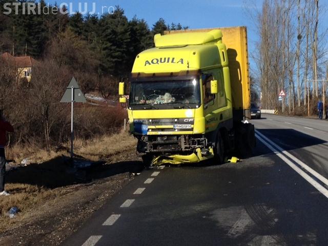 Accident pe Feleac! Un BMW s-a făcut PRAF, lovind un TIR. Șoferul a MURIT - VIDEO și FOTO