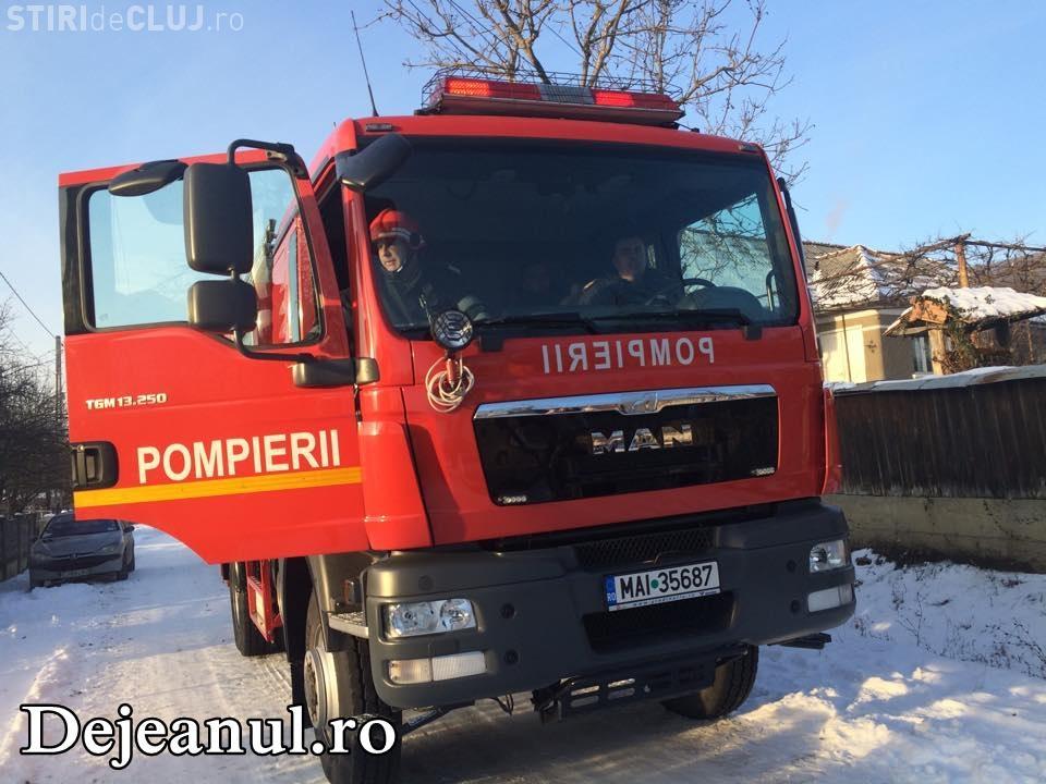 Incendiu într-un sat din Cluj. Un bătrân a ajuns la spital după ce a încercat să facă focul în sobă