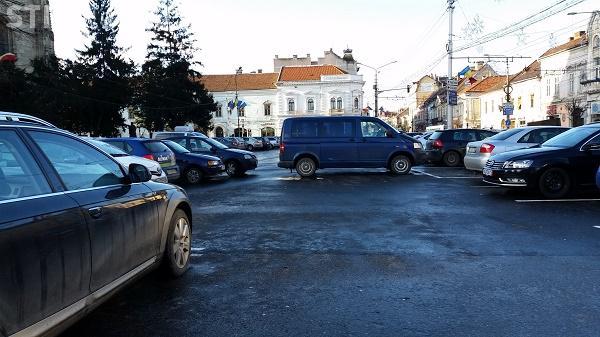 """Cum se blochează o parcare cu plată la Cluj: """"Și-a lăsat mașina în mijlocul drumului"""" FOTO"""