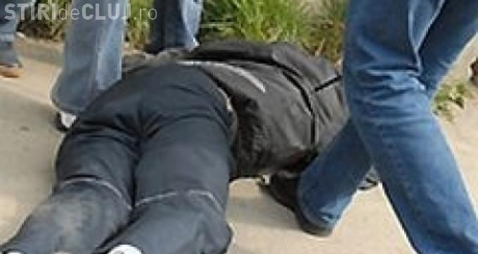 Un spărgător de mașini prins în FLAGRAT pe Clinicilor s-a LUPTAT cu polițiștii. Ce a URMAT?