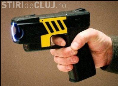 Cluj - Doi controlori CTP Cluj, atacați cu un pistol cu electroșocuri, într-un autobuz. Au fost fără REACȚIE