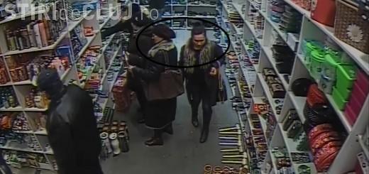 Hoațe surprinse de camere în timp ce fura din genți într-un magazin din Dej. Au luat peste 1.000 lei în câteva secunde VIDEO