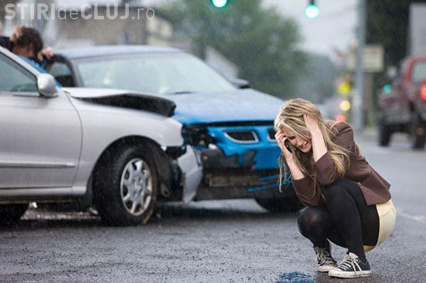 Accident în Baciu! Un șofer băut și-a făcut praf mașina