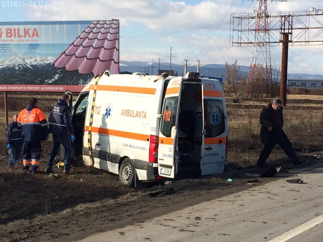 O ambulanță a lovit un Logan la intrare în Cluj. Șoferul a murit pe loc. IMAGINI surprinse ATUNCI - VIDEO