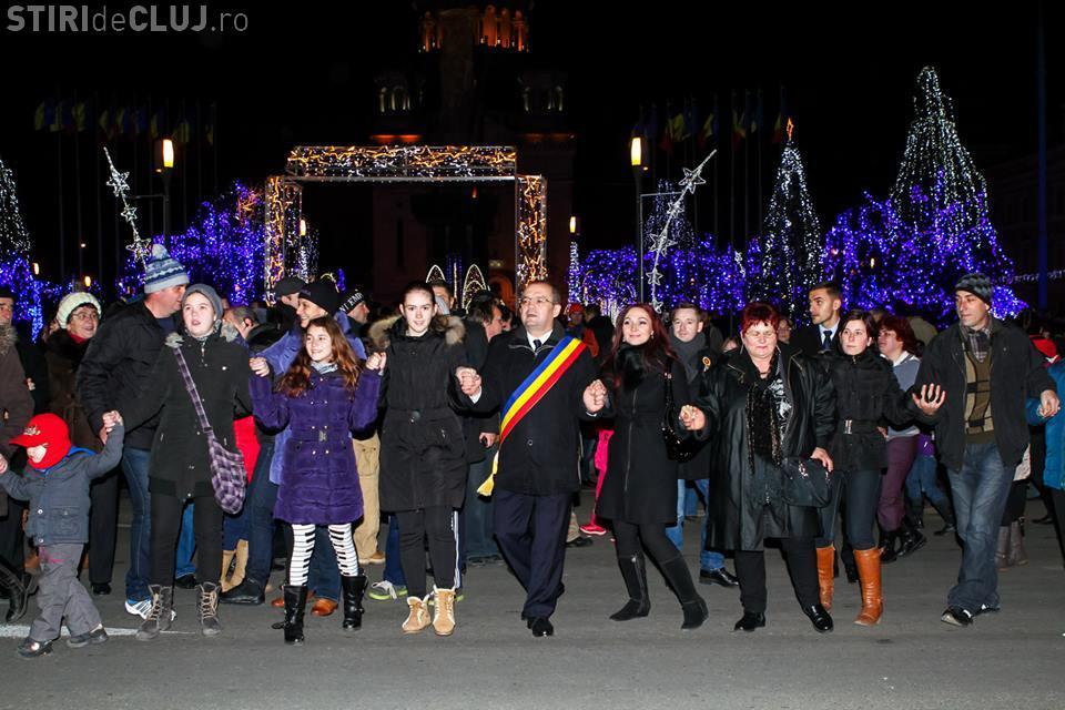 Clujenii au sărbătorit Unirea Principatelor în centrul orașului. Au jucat hora cu primarul și au asistat la focul de artificii FOTO VIDEO