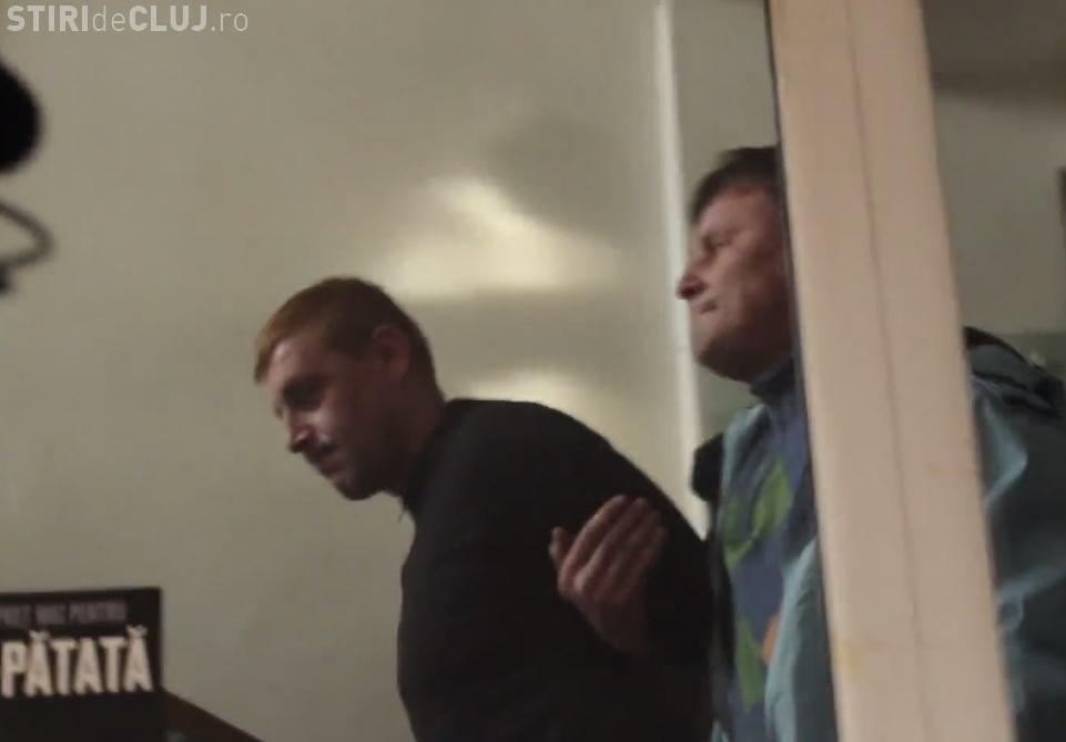 Imagini cu evadatul de la Cluj, prins la Alba. S-a vopsit pe păr - VIDEO de la ARESTARE