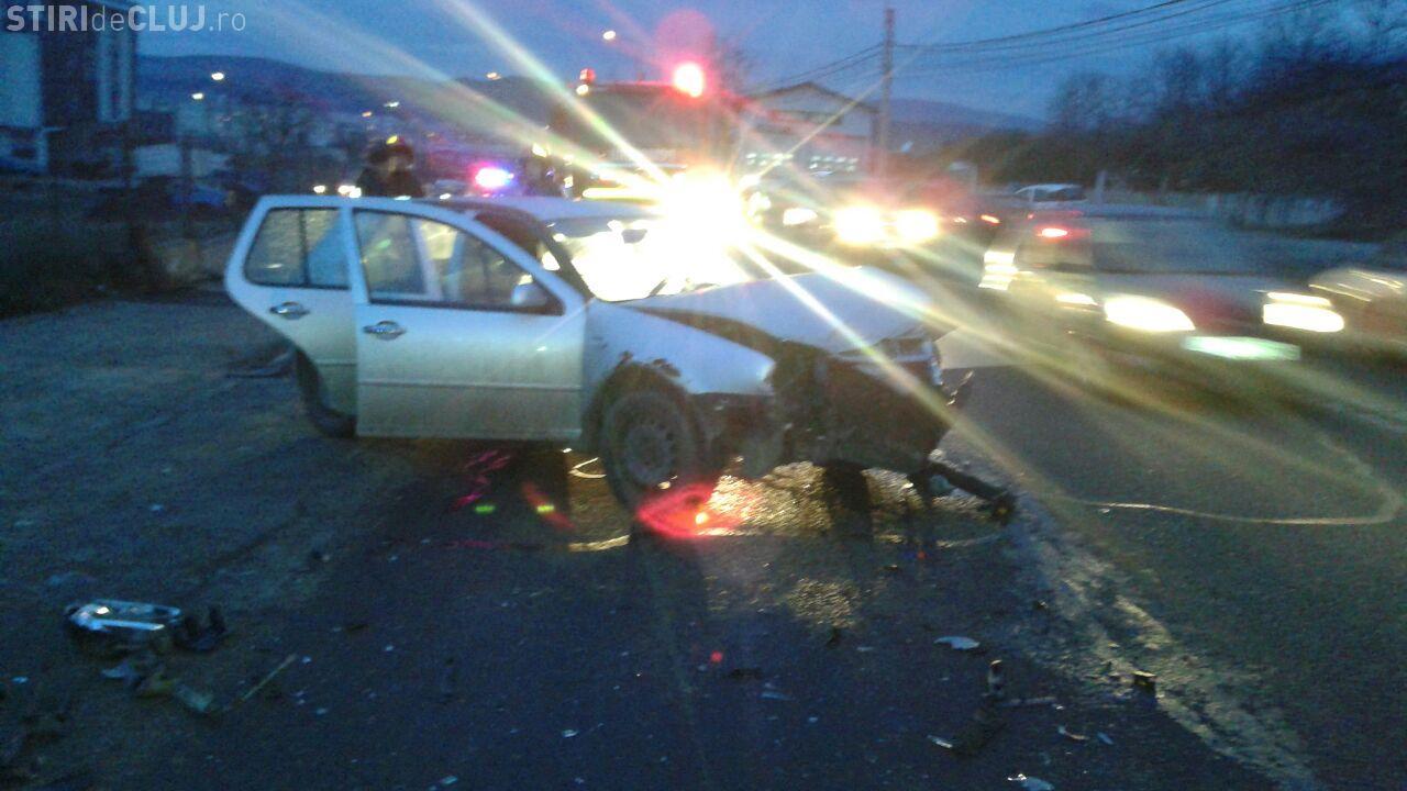 Accident pe varianta Zorilor - Mănăștur. O șoferiță a scăpat volanul în curba de 180 de grade - FOTO
