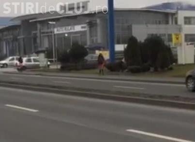 Prostituatele de pe Calea Turzii își caută clienți în miezul zilei, cu Poliția de față VIDEO