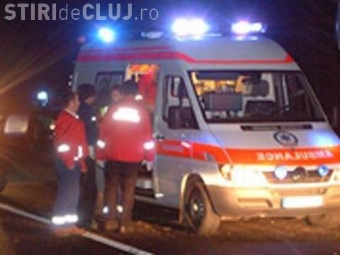 Autocar cu 45 de muncitori de la Jucu implicat într-un accident la Cluj! Un tânăr nevinovat a ajuns la spital VIDEO
