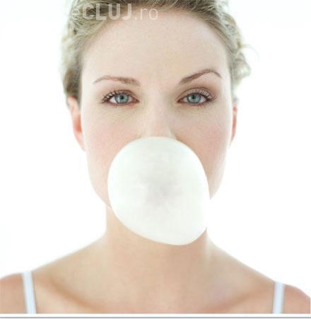 Cât de mult ajută guma de mestecat la protejarea dinților. Vezi ce au descoperit cercetătorii