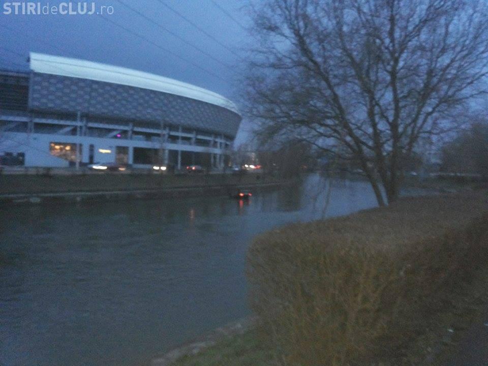 O șoferiță a căzut cu mașina în Someș, în zona Cluj Arena