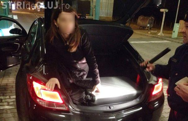 Ardelean prins la vamă cu soția în portbagaj