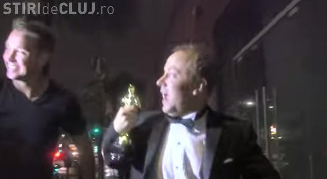 Ce se întâmplă când te prefaci că ai câștigat un Oscar?! Un bărbat a primit GRATIS tot ce a vrut - FUNNY VIDEOS