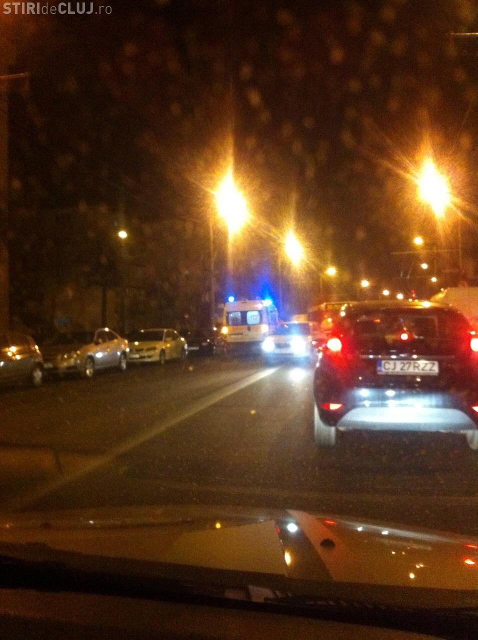 Accident între un autobuz și un autoturism pe Nicolae Titulescu FOTO