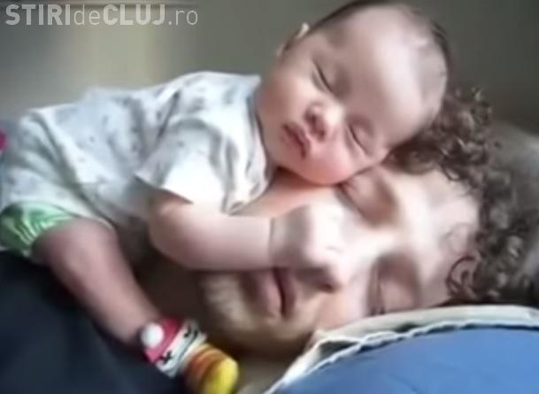 Un copil a adormit pe fața tatălui epuizat - VIDEO