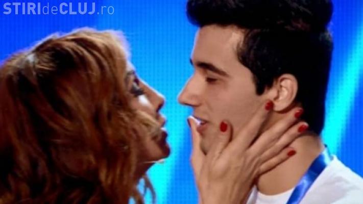 ROMÂNII AU TALENT. Mihaela Rădulescu l-a sărutat pe un concurent - VIDEO