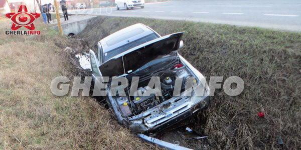 Accident la Iclod! Un șofer a fost forțat să intre în șanț de o autoutilitară care i-a tăiat calea VIDEO
