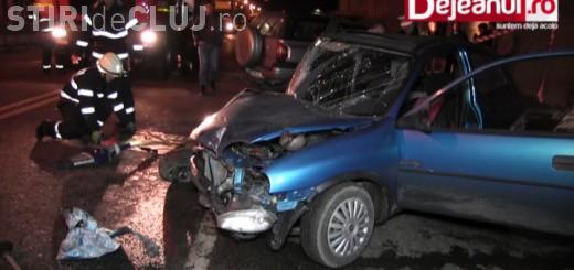 Accident cu două victime la Dej. Un șofer s-a izbit violent de un gard și s-a rotit cu mașina pe șosea VIDEO