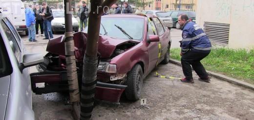 Un adolescent, de 15 ani, din Dej a furat o mașină de pe stradă și a făcut accident VIDEO
