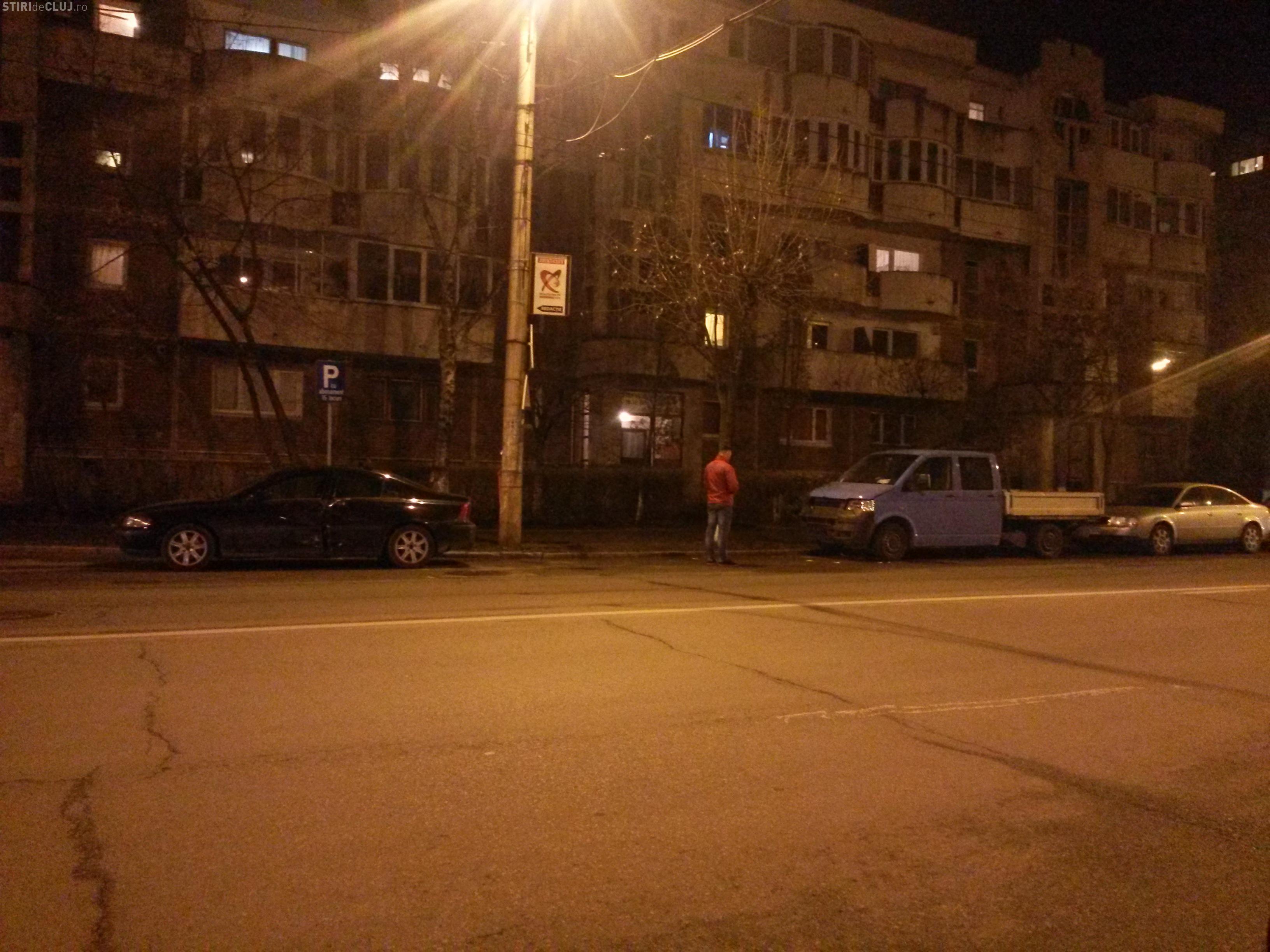 Accident pe Nicolae Titulescu! Un Jeep din Satu Mare a lovit două mașini și a STRIVIT un pieton - FOTO