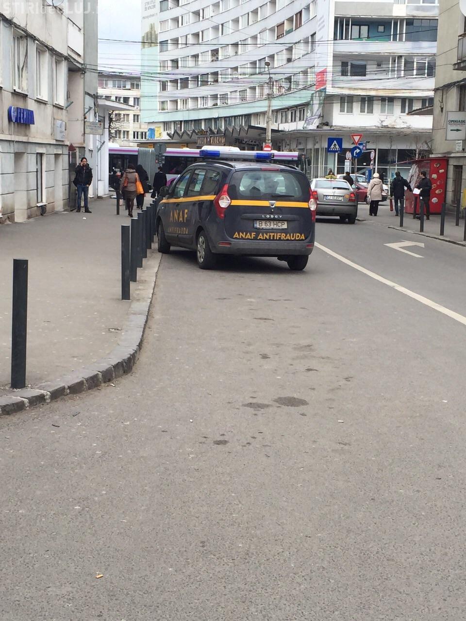 Exces de zel al ANAF la Cluj? Cum parchează inspectorii pe interzis în centrul Clujului FOTO