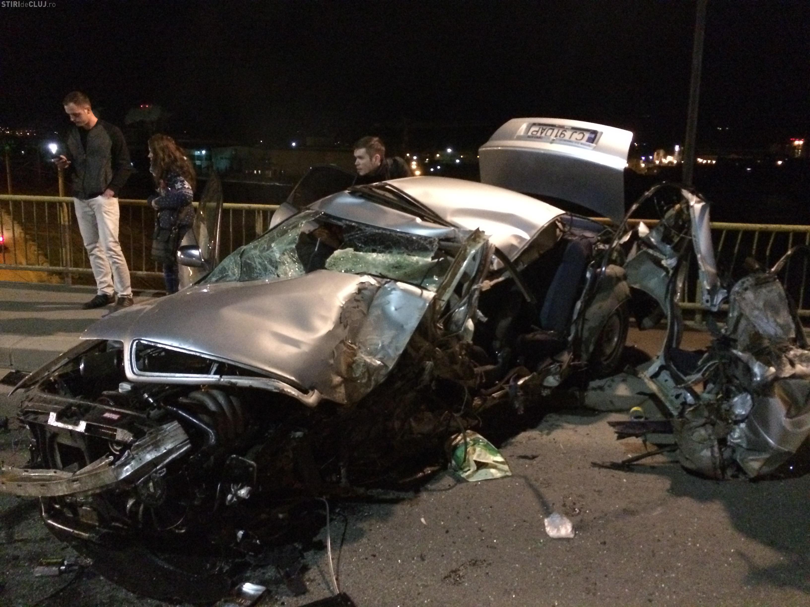 UN AUDI s-a făcut PRAF și PULBERE la Cluj! Accidentul a fost pe podul IRA. ȘOFERUL a MURIT - FOTO