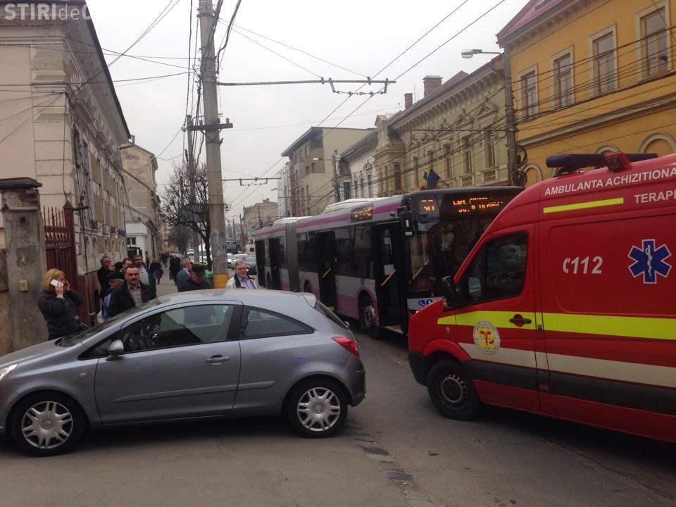 Incident pe Moților cu un autobuz MOV nou! Șoferul CTP a pus frână bruscă - FOTO