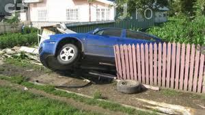Clujean beat la volan a cauzat un accident! A distrus un gard și s-a oprit într-o țeavă de gaz
