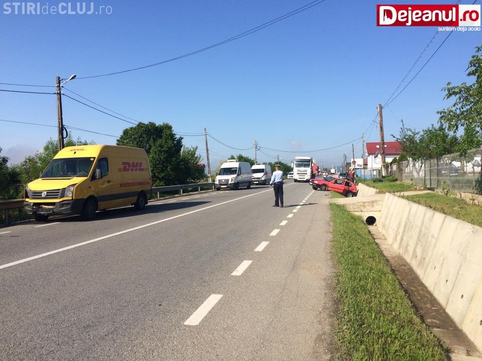 Accident cu patru mașini la Cuzdrioara! Una a fost aruncată direct într-un șanț FOTO