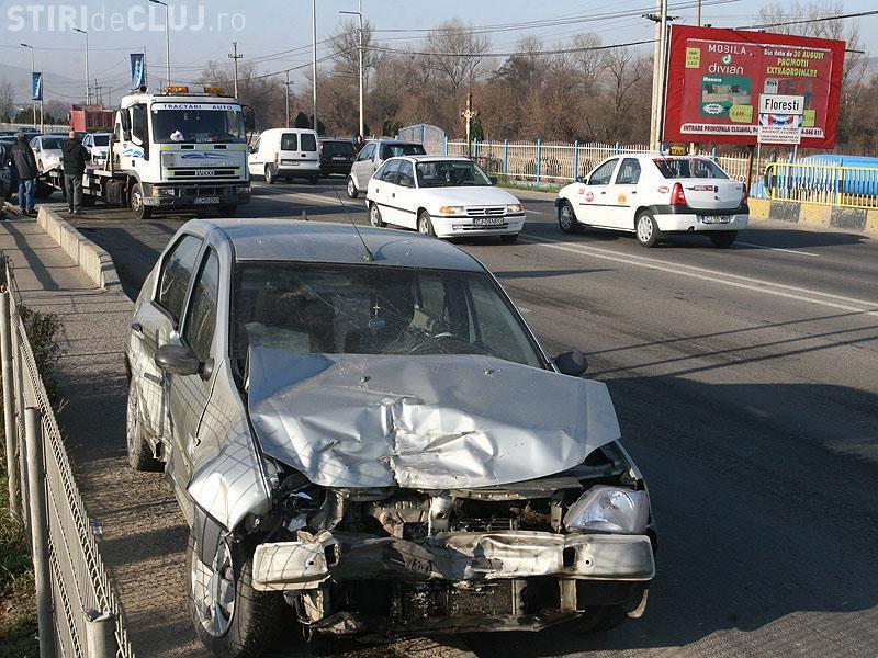 Accident lângă pasarela de la Polus! Trafic blocat la ieșire din Cluj-Napoca