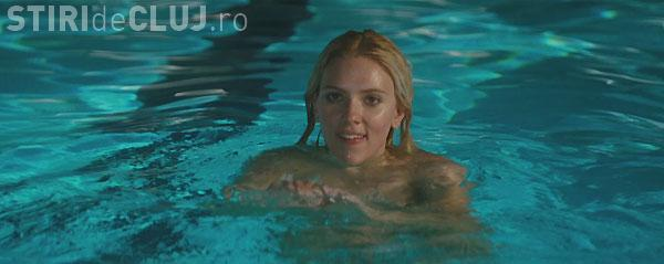 """La Cluj se face proiecție de filme la o piscină. Ce este conceptul de """"cinepiscina"""""""