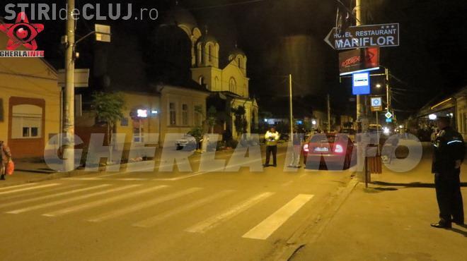 Tânără lovită de un autoturism la Gherla, în timp ce traversa strada. Șoferul era băut VIDEO