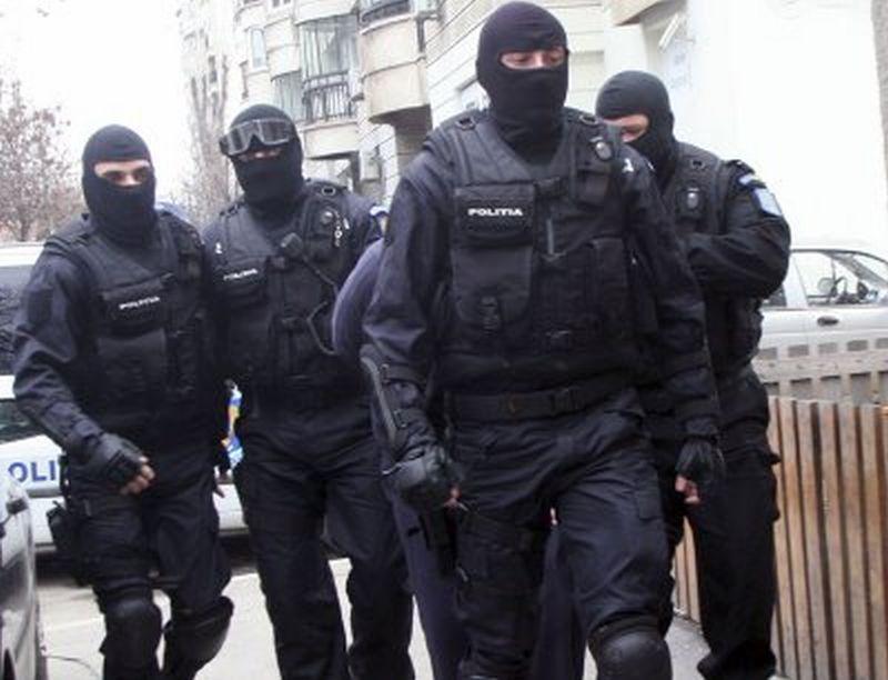 Grupare de hoți, destructurată cu scandal la Cluj. A fost nevoie de intervenția mascaților
