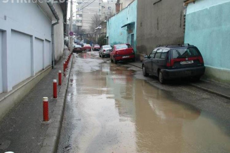 Trei strazi din Gheorgheni inundate de o conducta sparta