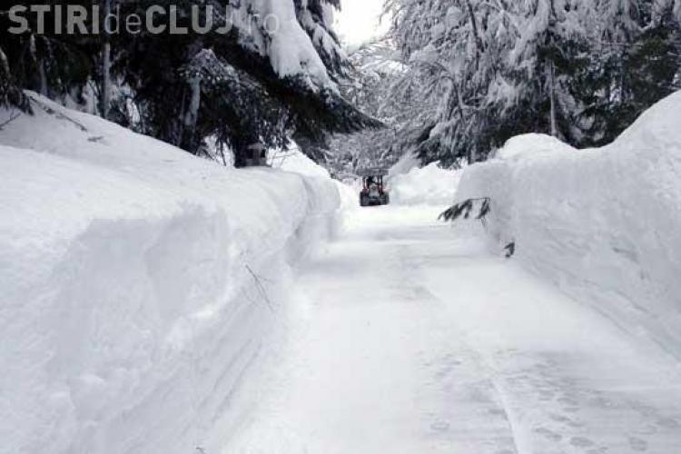 Drumul spre Muntele Baisorii, blocat de zapada