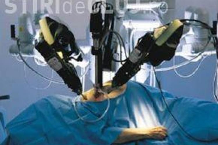 Premiera medicala  la Cluj, o femeie de 70 de ani care avea cancer la vezica a fost operata cu robotul Da Vinci-VIDEO