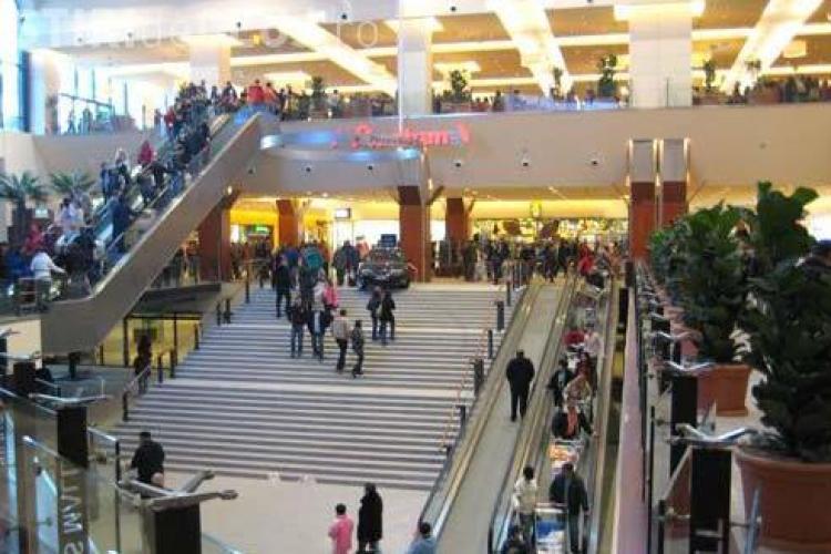 Un barbat a murit la Iulius Mall, la cumparaturi