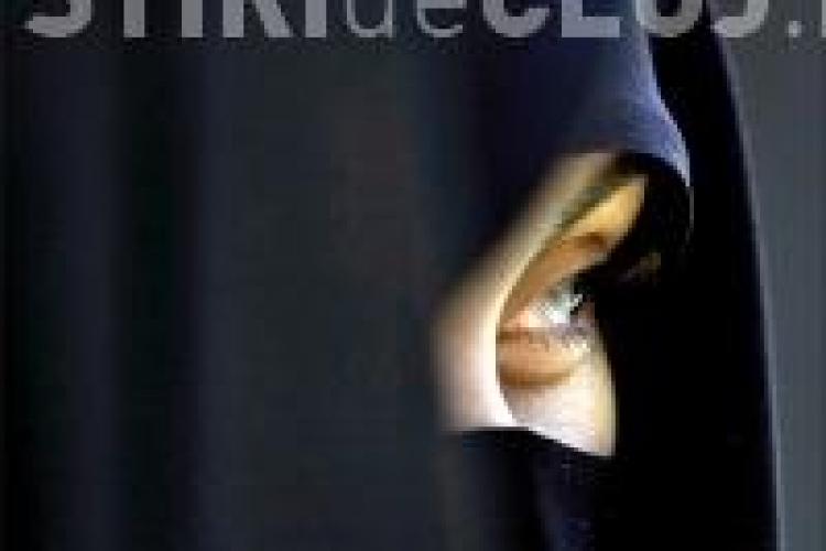 Un englez trebuie sa plateasca 1.000 de lire pentru ca i-a smuls unei musulmane valul de pe fata