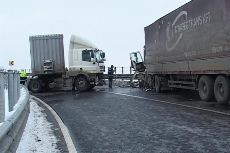 Primul accident pe autostrada Transilvania a blocat o iesire timp de 3 ore