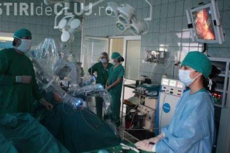 Doua operatii de transplant, in premiera pentru Sud-Estul Europei, facute azi la Cluj, cu robotul Da Vinci-Vezi VIDEO