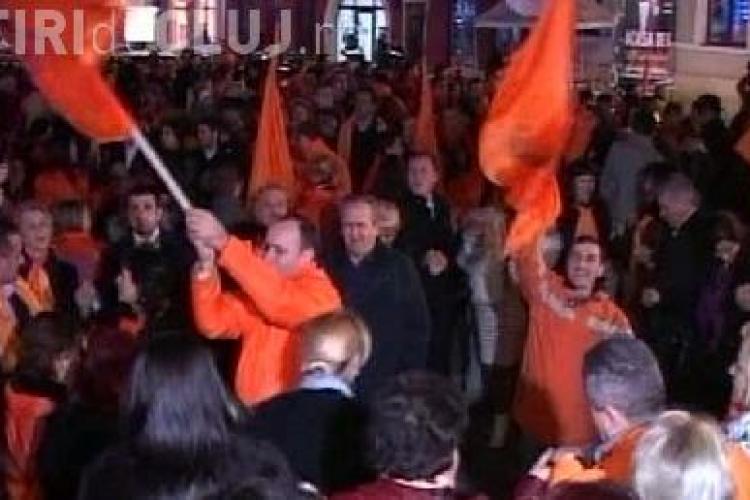 Victoria lui Basescu sarbatorita in strada la Cluj