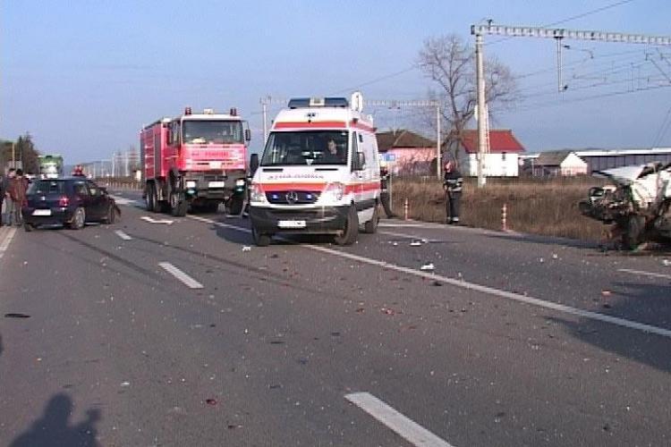 Dacie facuta praf intr-un accident in comuna Jucu si 4 persoane ranite